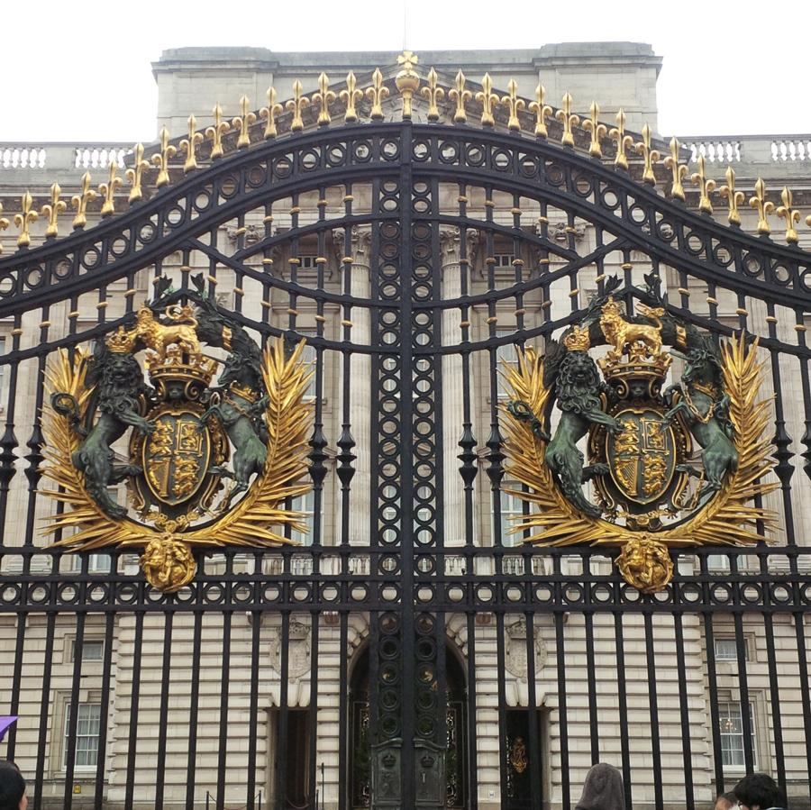 Front gates of Buckingham Palace